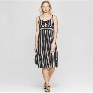 Xhilaration Sweetheart Neckline Midi Dress